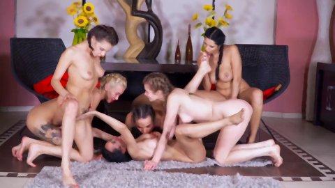 レズビアン美女総勢6名_6人全員が絶世のレズ美女っていう美脚を舐め合ったりアソコをクンニしたり全員でオナヌーを披露したり_東京熱_tokyohot_安全_入会_18