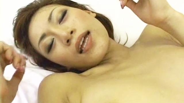 あぁぁおまんこきもぢぃぃ!痴女的な色気を放つ美女がかわいい声で漏らす喘ぎ淫語に萌える中出しセックス 無修正画像06